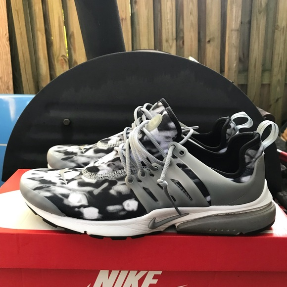 0964497b8307 Nike Air Presto Print Stealth 10 Shoes Sneakers. M 5b1c680f0cb5aa7a3b18881e